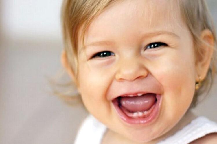 В каком возрасте у детей выпадают молочные зубы?